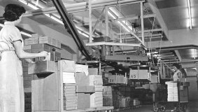 The Kommissionshaus' facilities are dominated by a system of conveyors, conveyor belts and packing lines, thoroughly thought-out and tested down to the last detail