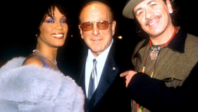 Arista founder Clive Davis, flanked by his stars Whitney Houston and Carlos Santana, 2000