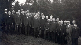 The gentlemen of the C. Bertelsmann Verlag staff with Johannes Mohn in their midst, 1935