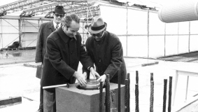 Reinhard Mohn at the cornerstone ceremony in January 1974