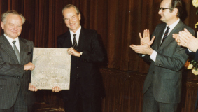 "An exemplary partnership: Chairman & CEO Reinhard Mohn and Supervisory Board Chairman Martin Wolf (l) receive the Partnership Award from the ""Foundation for Social Change in the Entrepreneurial Business Sector"" in 1982"
