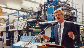 UDI Chairman Manfred Lahnstein inaugurates Gütersloh's MohnBuchSystem in September 1983