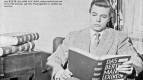 Actor Karl Böhm, interested reader: ad for the Bertelsmann Lexikon, 1954