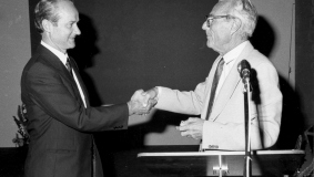 Reinhard Mohn takes over from Gerd Bucerius as Chairman of the Supervisory Board 1981