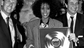 BMG Board members Michael Dornemann and Egmont Lüftner with superstar Whitney Houston in 1988