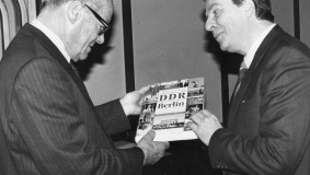 "Presentation of ""Die DDR and Berlin"" to Willy Brandt, whose November 10, 1989 speech ""... and Berlin will live"" serves as the preface to the work. Lexikonverlag published the book before the end of 1989."