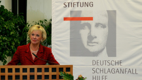 Liz Mohn founds the Stiftung Deutsche Schlaganfall-Hilfe (German Stroke Foundation) in 1992