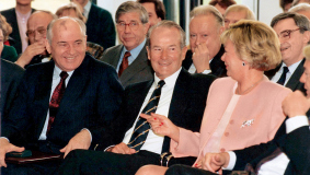 Mikhail Gorbachev with Reinhard Mohn and his wife Liz  during his visit to Gütersloh in March 1992