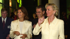 Liz Mohn gives Queen Silvia of Sweden a tour of the Bertelsmann Pavilion.