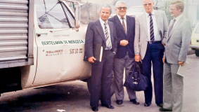 "Expansion to Latin America - Klaus Lasser, Hans Zopp, Hermann Hoffmann and John Reiser (l to r) in 1981 in front of the ""Bertelsmann de Mexico SA"" vans"