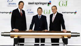 Axel Springer CEO Mathias Döpfner, Hartmut Ostrowski and Dr. Bernd Kundrun (from l ro r) at the contract signing to merge the gravure operations of Axel Springer AG, Arvato AG and Gruner+Jahr AG