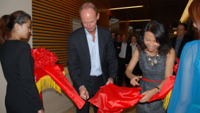 Thomas Rabe and Annabelle Yu Long inaugurate the new offices on the 28th floor of the skyscraper in Beijing's Central Business Development Zone